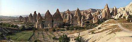Veduta panoramica dei camini delle fate nel parco nazionale di Göreme