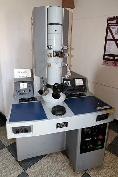 File:Carl Zeiss Elektronenmikroskop Marburg.jpg