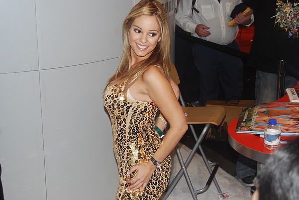 Carmen Luvana at AVN Adult Entertainment Expo 2008 (10).jpg