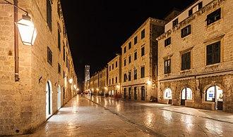 Stradun (street) - Image: Casco viejo de Dubrovnik, Croacia, 2014 04 13, DD 12