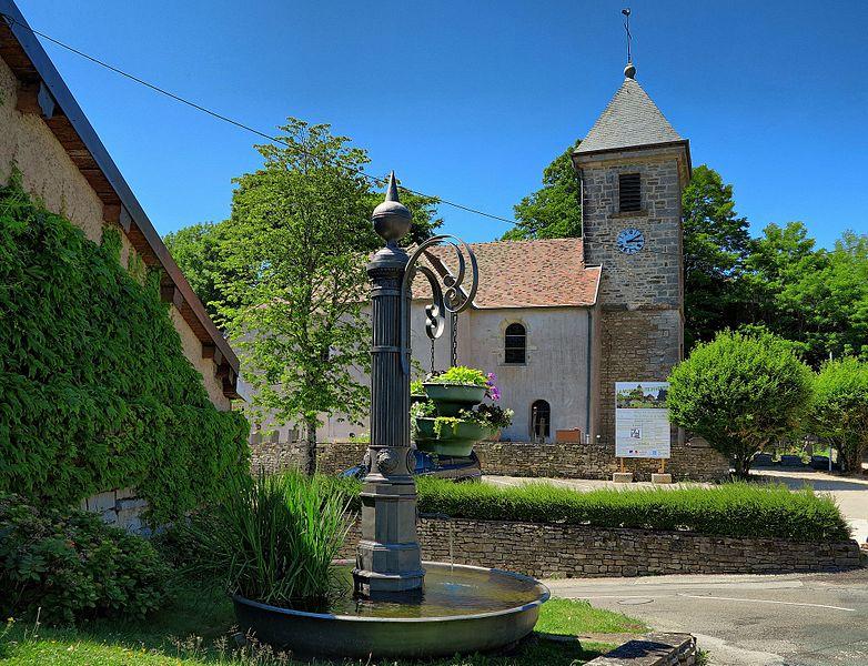 La fontaine ronde et l'église