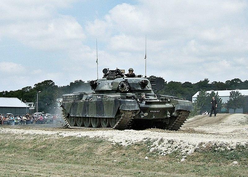 دبابة تشيفتن البريطانية 800px-Chieftain_at_Bovington