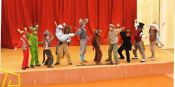 "Finale of an American performance of ""Aesop's Fables"" Children's Aesop.JPG"