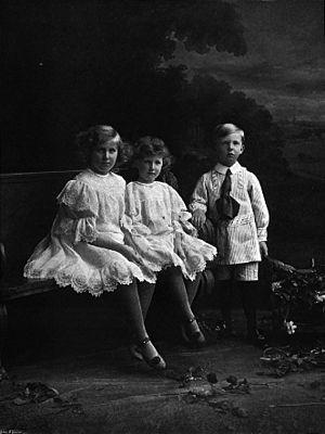 Henry Somerset, 9th Duke of Beaufort - The Duke's three children in 1905