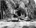 Choroti; kvinna, tillverkande ett lerkärl. färdiga kärl. Gran Chaco. Bolivia - SMVK - 004788.tif