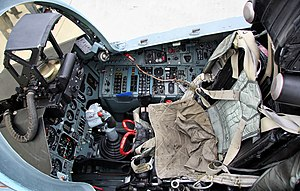 Cockpit of Sukhoi Su-27.jpg