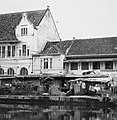 Collectie NMvWereldculturen, TM-20000898, Negatief, 'Bebouwing aan de Kali Besar in het oude stadsdeel', fotograaf Boy Lawson, 1971.jpg