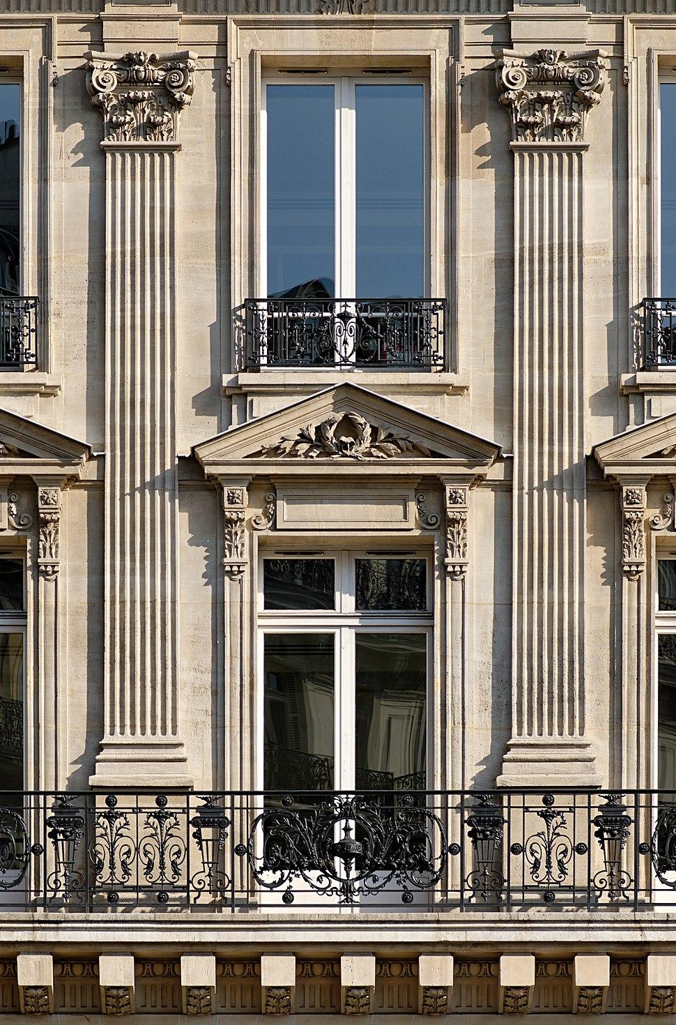 Colossal order 8 avenue Opera Paris