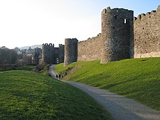 Conwy town walls - geograph.org.uk - 695924.jpg