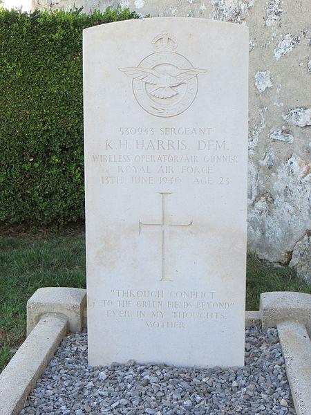 Tombe de guerre du Commonwealth, en l'honneur d'un aviateur britannique tombé le 13 juin 1940