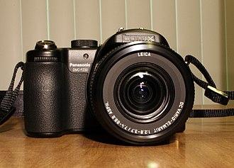 Panasonic Lumix DMC-FZ30 - Image: DMC FZ30 front 2