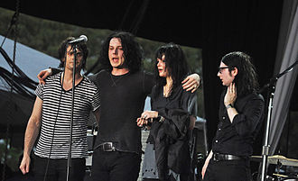 The Dead Weather - Left to right: Dean Fertita, Jack White, Alison Mosshart and Jack Lawrence, The Dead Weather in 2009.