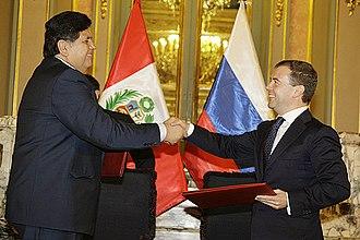 Alan García - García with President of Russia Dmitry Medvedev in Lima on 24 November 2008.