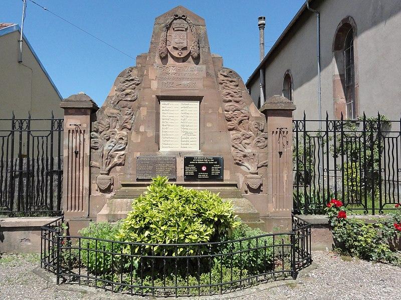 Domèvre-sur-Vezouze (M-et-M) monument aux morts