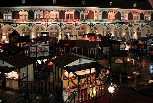 Residenzschloss: Weihnachtsmarkt im Stallhof