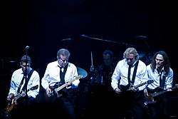Eagles (kiri ke kanan): Glenn Frey, Don Henley, Joe Walsh, dan Timothy B. Schmit selama Long Road Out of Eden Tour mereka