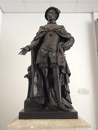 Statue of Edward VI (Scheemakers) - Image: Ed VI STH Bronze statue 2