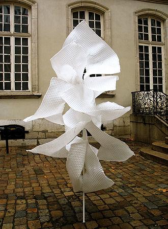 Plastic arts - Image: Edith Meusnier Sarabande Musée des Tissus Lyon hiver 2007 2008