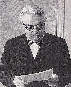 Edmund Osmańczyk podczas obrony doktoratu.JPG
