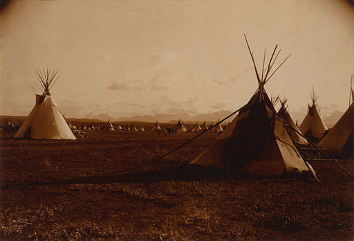 Edward S. Curtis, Piegan encampment, 1900