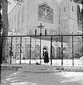Ein-Karim. Plein bij de kerk van O.L.Vrouwe Visitatie. Tegen de muur een mozaiek, Bestanddeelnr 255-2802.jpg