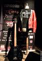 El bajo y la chupa de Pedro. El instrumento fue robado en Marzo de 2013 en Barcelona y sigue sin ser localizado.jpg