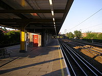 Elm Park Tube Station.jpg