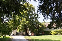 Entrée du château de Luins (Suisse).jpg