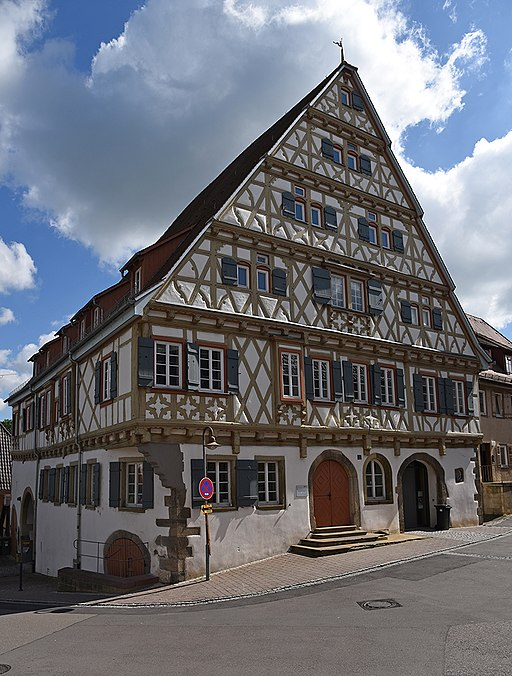 512px-Enzweihingen_Grosses_Haus_PF1380ABW.jpg