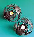 Equilibrio neutro. Esfera china de sujección de una vela -Iñaki Otsoa-Enrique Benito. CC. By. ShA $no- 0002.jpg