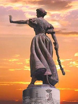 Valdepeñas - Statue of La Galana.