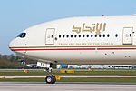Etihad Airways B777, A6-ETI (25978117783).jpg