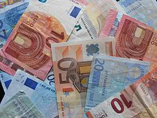 Eurobanknotes disordered.JPG