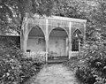 Exterieur houten tuinhuis in de tuin voor de brouwerij - Berkel-Enschot - 20001229 - RCE.jpg