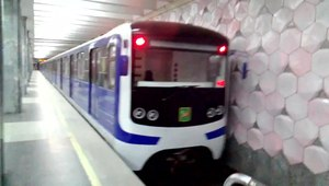 Файл:Ezh3 modernized train arrives Armeyskaya station, Kharkiv metro.webm