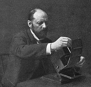 Frederic Eugene Ives - Ives inserting a Kromogram into a Junior Kromskop, circa 1899
