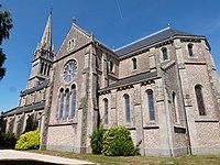 Façade sud de l'église de Pommeret.jpg