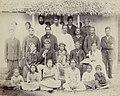 Famille royale et chefs de Rimatara en 1889.jpg
