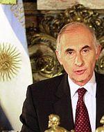 Fernando de la Rúa - con bandera - 2001.jpg
