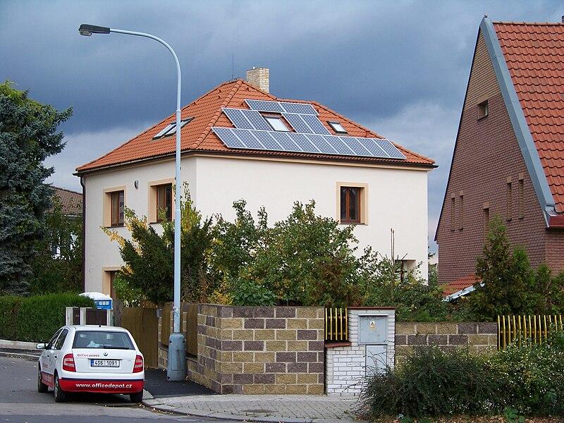 Kolektory słonecnze na dachu