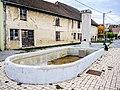 Fontaine-lavoir, place centrale de Dambelin.jpg