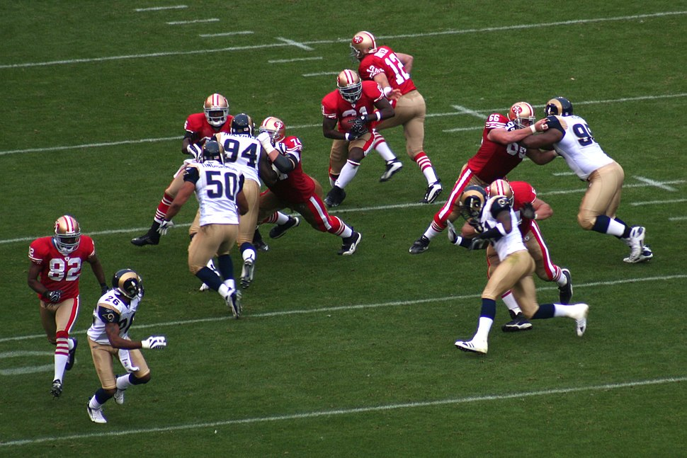 Frank Gore takes handoff from Trent Dilfer in 2007