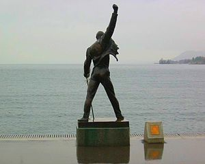 Bronze statue of Freddie Mercury without tourists.