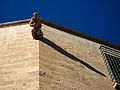 Gàrgola de la catedral de València projectant la seua ombra.JPG