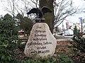 Gedenkstein am Bramfelder Dorfplatz-Bramfelder Chaussee in Hamburg - panoramio.jpg
