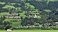 Gemeinde Hart im Zillertal aus der Zillertalbahn gesehen.jpg