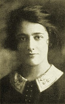 Gertrude-moakley-yearbook-photo-1925-age-20-retouched.jpg