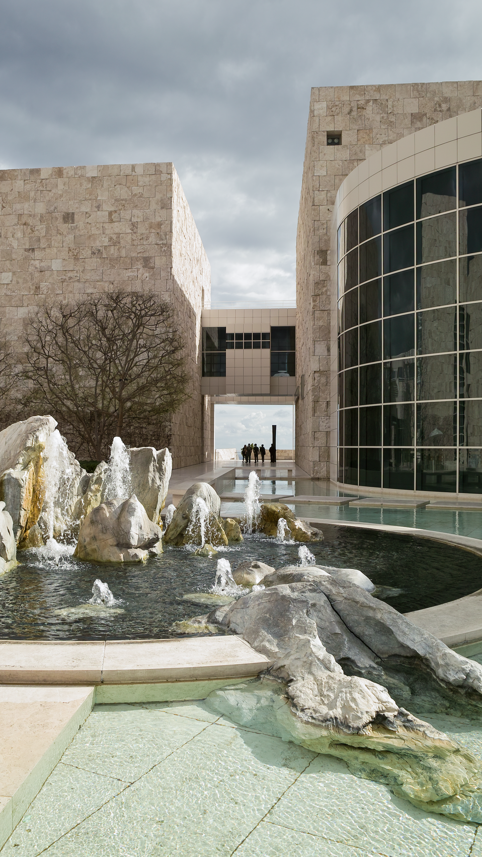 Getty Center fountain California from NW on 2009-02-08