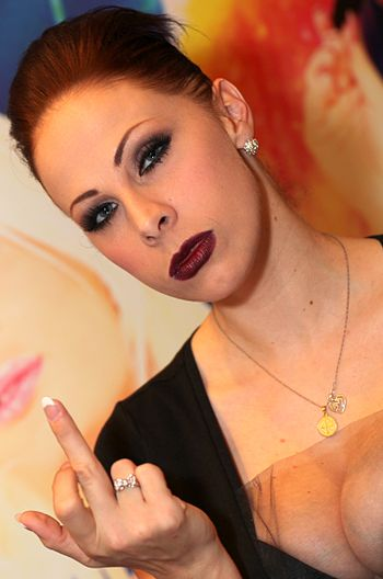 Gianna Michaels Flipping the Bird - AVN 2013 (8427003829).jpg