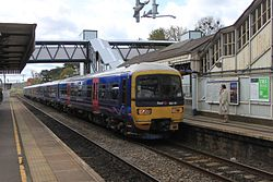 Goring and Streatley - fGWR 165111+165120 Oxford service.JPG